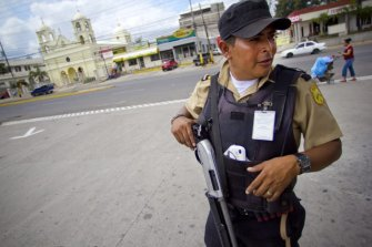 Honduras-presque-tous-commerces-gardiens-securite