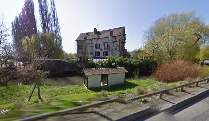 Le moulin de Cossy, à Giverny (Eure), propriété du couple Balkany, serait en vente pour 6 millions d'euros (Capture d'écran ©Google Street View)